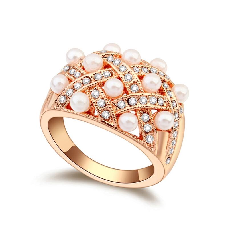 Bague dorée or rose, cristal Swarovski et Perles  , Charleston