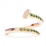 bague clou en or rose et tsavorites diveene joaillerie bague pierre verte