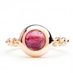 bague chaine rigide en or rose et tourmaline diveene joaillerie bague pierre rouge