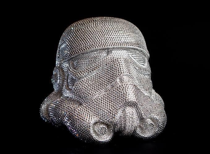 Casque Stormtroopers et ses 150 000 cristaux Swarovski - Travis Durden Galerie Sakura